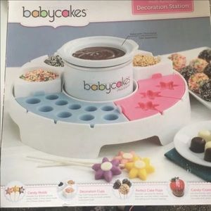 Babycakes decorating station